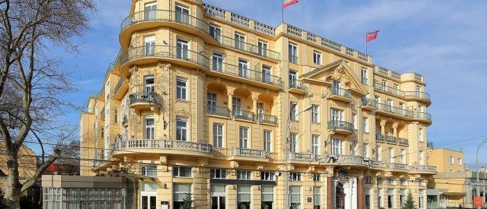 1920px-Hietzing_(Wien)_-_Parkhotel_Schönbrunn